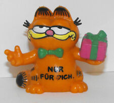 Garfield with Present Plastic Figurine GARF014