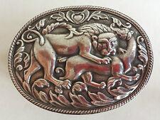Insolito grande vintage indiano argento scatola ovale decorato con un leone scena di caccia