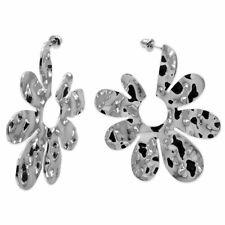 große Ohrringe Ohrstecker Blume Blüte Metall gewellt gehämmert silber glänzend