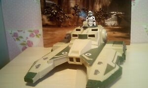 STAR WARS~THE CLONE WARS- REPUBLIC HOVER TANK AND FIGURE.