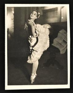 NADIA NERINA. RARE 1940's SMALL PHOTO. SADLER'S WELLS BALLET. HELGA SHARLAND.