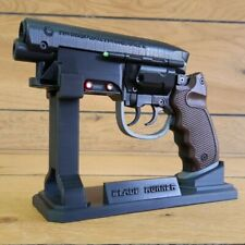 Blade Runner Pistol  - Cosplay - 3d printed acrilic painted + LEDs