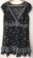 Ladies Black Floral Top True Size 16 <NZ33