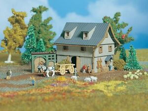49541 / 9541 Vollmer Z Gauge Kit of a Barn with yard gate