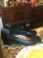 Trotters Women's Black Patterned Patent Leather Pumps Heels Shoes Size 9.5 Wide