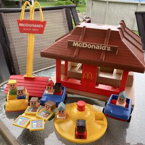 Vintage 1974 McDonalds Playskool Familiar Places Play Set Restaurant & Figures