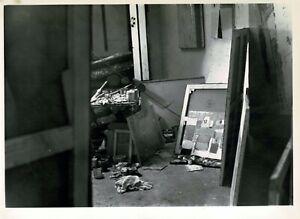Photographie originale de l'atelier de Nicolas de STAËL par Denise Colomb. 1954
