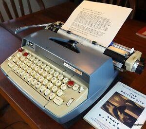 Smith-Corona Electra 120 typewriter w/case+fresh ribbon. Working beautifully.