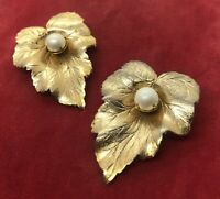 Vintage Brooch Pin Gold Tone Faux Pearls Leaf Flower Signed Sarah Coventry