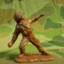 US ARMY INFANTRY SOLDIER throwing MK2 Grenade 35mm - 1970'S VIETNAM