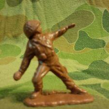 US ARMY INFANTRY SOLDIER throwing MK2 Grenade 35mm - 1970'S VIETNAM