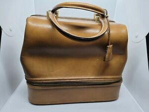 VTG Gucci Brown Leather Doctor Cosmetic Handbag 12×8×11 inch Missing One Latch.