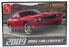 AMT 616 2009 Dodge Challenger R/T 1/25 New Plastic Model Car Kit