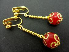 Un Par De Colgantes rojo grano de Jade Oro Plateado Gota Clip en pendientes.