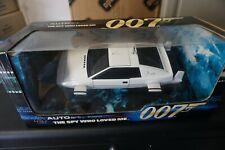 1:18 Autoart 75300 James Bond Lotus Esprit White