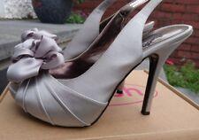 Schuh Gris Argenté Satin Stiletto Peep Toe Slingback Chaussures Avec Fleur Taille 6