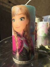 ANNA & ELSA IN DISNEY's FROZEN Hand decorated Pillar Candle 50hrs 15x6cm