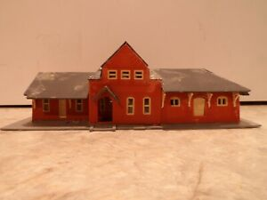 N SCALE OLD RUN DOWN  STATION RED