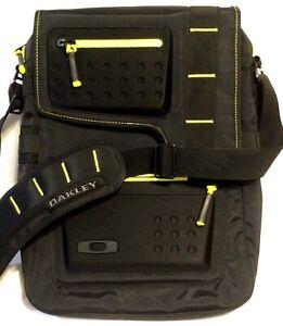 RARE PRISTINE OAKLEY MESSENGER BAG Black w/ Yellow Trim & Black Icon Travel Pack