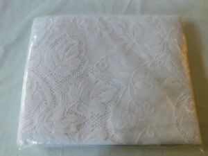 Ivy White Lace Oblong Tablecloth 60 X 84