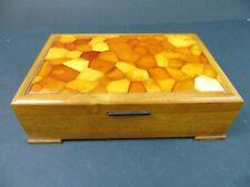 Holzdose mit Butterscotch Bernstein Deckel um 1930