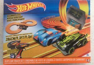 Hot Wheels Slot Car Track Set Beginner Level #83105 Two Cars Tracks Manual