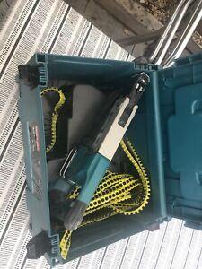 makita dfr550 18v cordless autofeed screwdriver