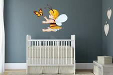 Wandtattoo Bienenfee mit Schmetterling 60 x 48 cm