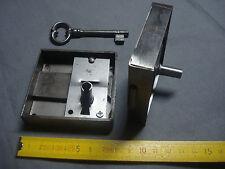 1 serrure d'armoire de porte droite entr'axe 50 mm avec clé