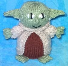 KNITTING PATTERN - Star Wars inspired Yoda chocolate orange cover / 13cms toy
