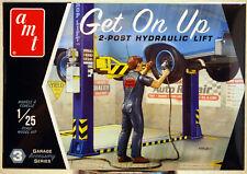 AMTPP 017 Tip Top Shop 2-Post Hydraulic Lift & 1 Figur 1:25 neu 2019