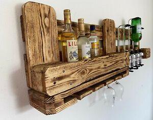 Rustikale Wandbar mit Flaschenspender