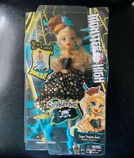 Monster High Shriekwrecked Dayna Treasura Jones Doll NEW box is slightly damaged