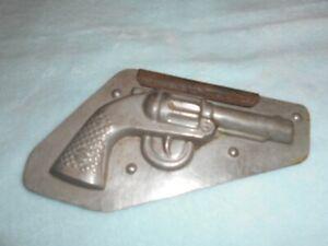 ancien moule a chocolat pistolet en metal