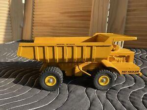 Vintage 12 inch Ertl International Harvester IH Dump Truck Pay Hauler Hydraulics