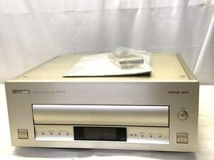 PIONEER HLD-X9 LD PLAYER w/Remote control , manual
