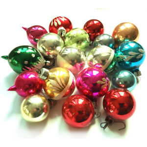 A FINE VINTAGE GROUP OF 18 MERCURY GLASS CHRISTMAS TREE BAUBLES