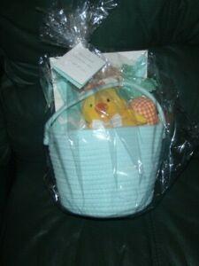 The Peanut Shell Newborn Baby Basket Gift Set 6 pc Shower-Nursery- GREEN New