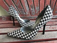 *BLacK WHiTe New 9 SATIN Houndstooth Pointy Toe CARRIE Stiletto Heel PUMP GuESS