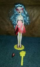 MONSTER HIGH GHOULIA YELPS DAWN OF THE DANCE DOLL w/accessories & stand