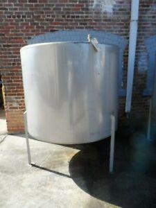 Stainless Steel Tank on Legs, 560 Gallon Capacity