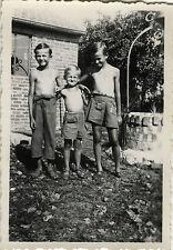 PHOTO ANCIENNE - VINTAGE SNAPSHOT - ENFANT JARDIN COIFFURE AMITIÉ - CHILD GARDEN