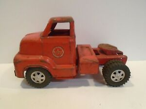 Dunwell Truck - Vintage 1950s Semi Tractor Cab