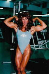 FEMALE BODYBUILDER 80's 90's FOUND PHOTO Color MUSCLE WOMAN Original EN 17 11 O