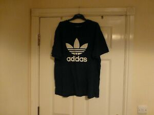 Adidas short sleeved blue/white top Size XL, motif on front