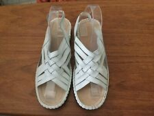 WHITE LEATHER SANDALS SIZE 8....