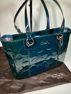 COACH Tote in Green Peacock Patent Leather Embossed Handbag (Authentic) F17728