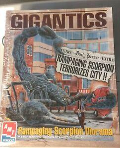 AMT Gigantics Scorpion model kit 1996 Sealed