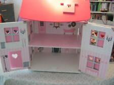 Puppenstube Puppenhaus möbliert aus Holz bespielt viele Extras