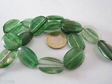 1 filo  ovali piatti in vetro soffiato verde con inclusioni dorate di 25x18 mm